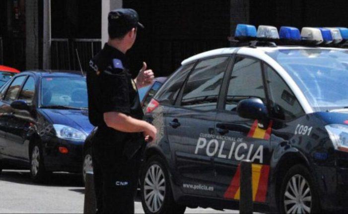La Policia Nacional deté a Alzira a dos dones per venda de cocaïna en el seu establiment