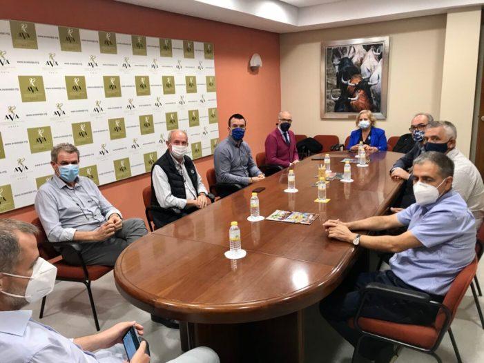 Mompó es compromet amb AVA a lluitar pel sector agrícola que és «bàsic per a l'economia i la sostenibilitat del territori»