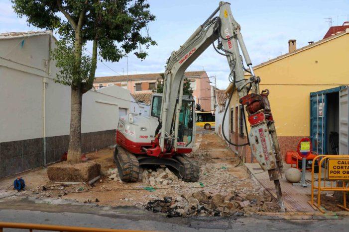 En marxa les obres de millora dels carrers Riu Túria i Pintor Renau a Torrent
