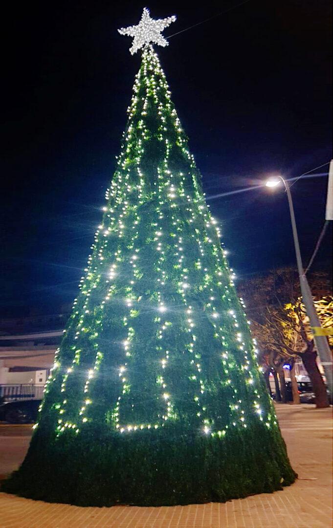 L'Ajuntament d'Alaquàs ha apostat enguany més que mai per la decoració nadalenca als carrers del municipi