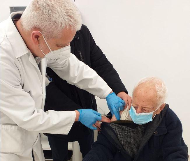 Comença a Foios la vacunació a les persones majors de 90 anys