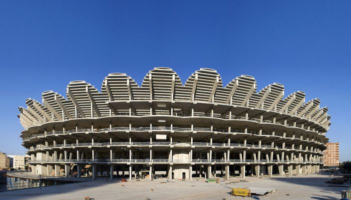 L'Ajuntament reitera a la direcció del València CF el compromís que té d'acabar el nou estadi