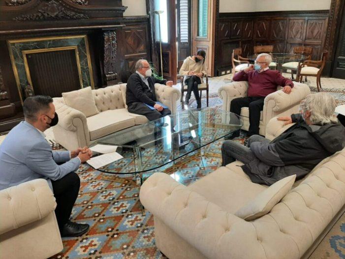 L'alcalde de València, Joan Ribó i el regidor de Cultura Festiva, Carlos Galiana, s'ha reunit hui amb el rector del centre San José Artesà de la Ciutat de l'Artista Faller, Jesús Belda