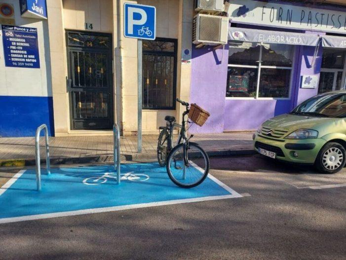 Xirivella instal·la 30 aparcabicis a proposta de públic usuari i comerciants