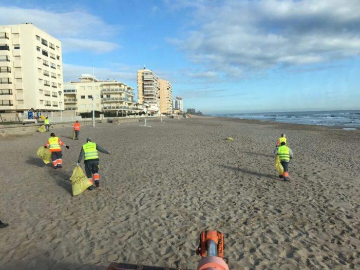 Sueca inicia els treballs per a posar a punt les seues platges