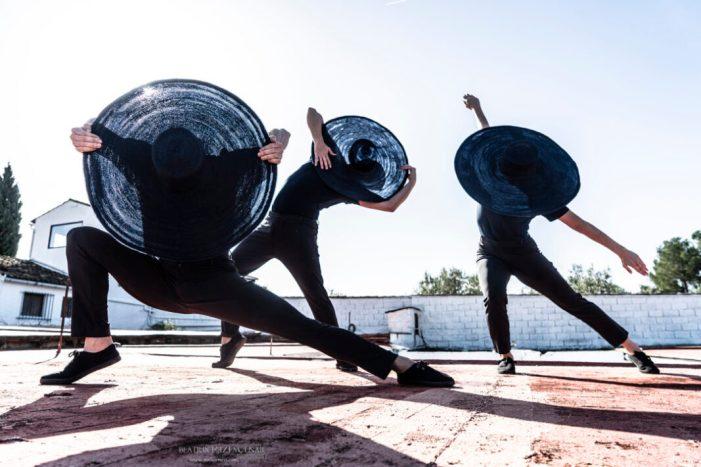 Dansa València desplega quatre peces breus en els claustres del Centre del Carme