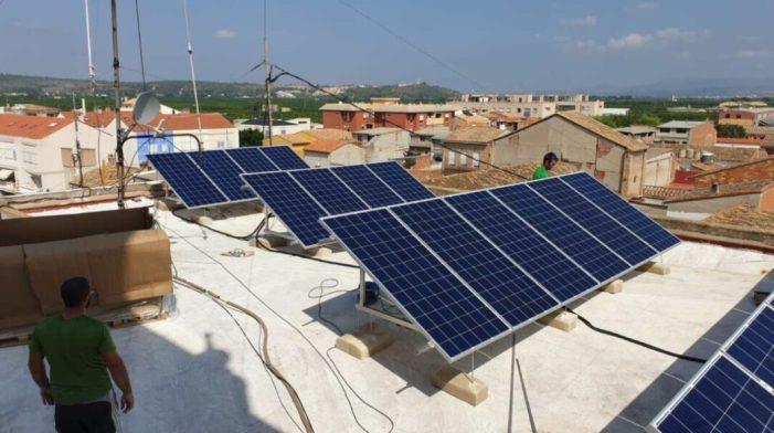 Càrcer reforça la seua aposta per la sostenibilitat amb més inversions en energia solar