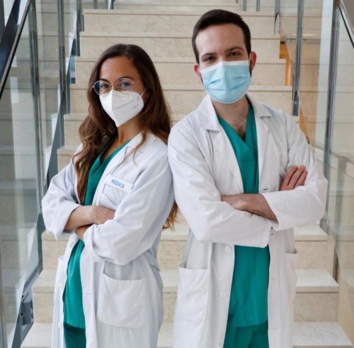 La metgessa resident Míriam Alonso, de Cirurgia Plàstica de l'Hospital La Fe, rep un premi internacional de microcirurgia Reconstructiva