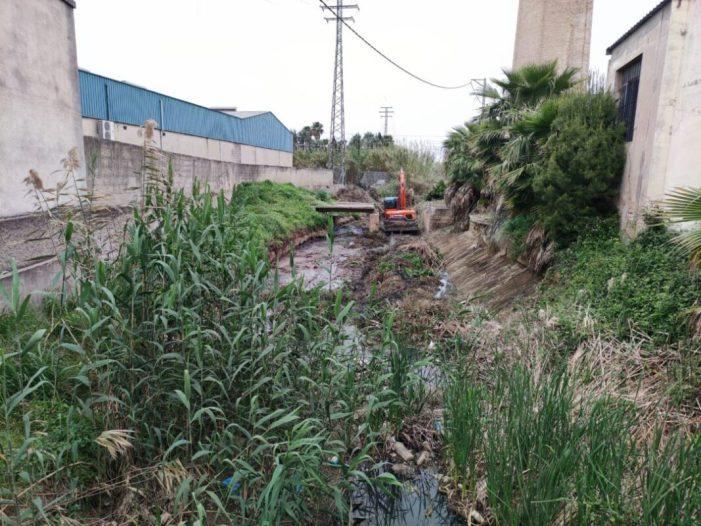 L'Ajuntament de Carcaixent comença la neteja completa del Barranc de Gaianes