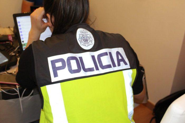 La Policia Nacional deté a una dona per agredir a les seues filles i als agents