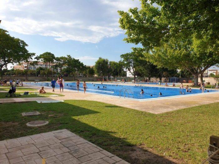 Foios licita la gestió i manteniment de la piscina i el poliesportiu municipal