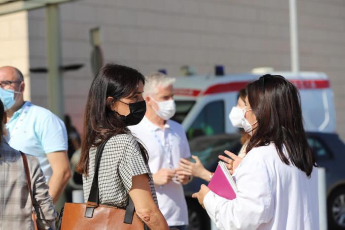 Cs es reuneix amb els sindicats de la Ribera i exigeix igualtat i estabilitat laboral per als treballadors de l'hospital