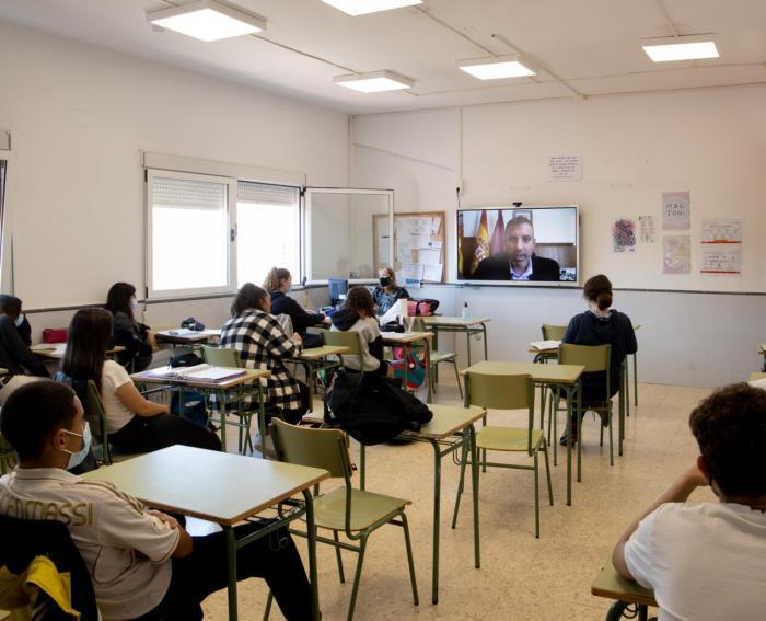 Els instituts de Cullera connecten amb Brussel·les i dialoguen amb l'eurodiputada Rodríguez-Piñero