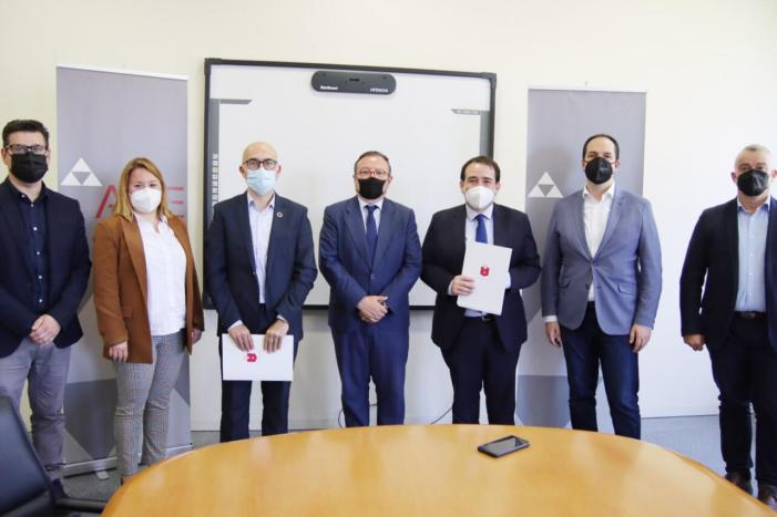 L'Alcalde d'Alaquàs i el Director General de l'Institut Valencià de Finances (IVF), Manuel Illueca, han signat aquest matí a l'Agrupació Comarcal d'Empresaris Alaquàs-Aldaia