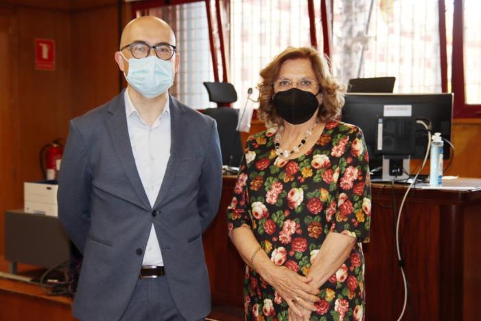 L'Alcalde d'Alaquàs i el Regidor de Cultura han acompanyat la nova Jutgessa de Pau a signar l'acta de promesa