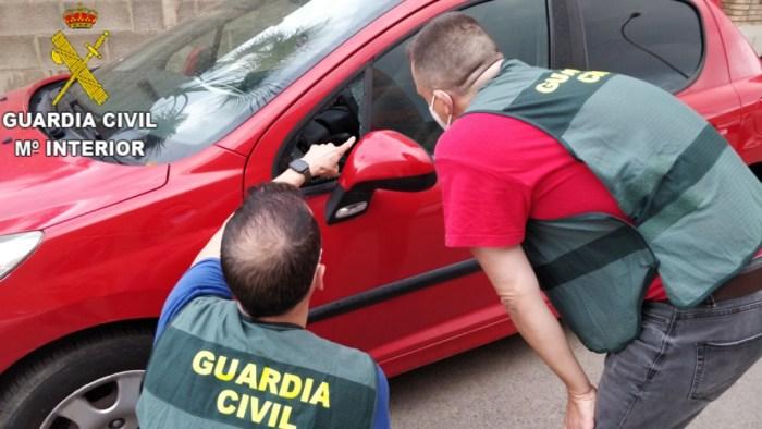 La Guàrdia Civil esclareix més de 12 delictes de robatoris en interior de vehicles a la comarca de la Ribera Alta