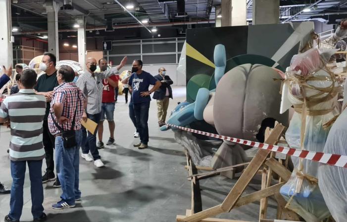 Ajuntament de València i artistes fallers es reunixen per avançar en el dispositiu que permetrà traslladar les falles de Fira València a les places i els carrers de la ciutat