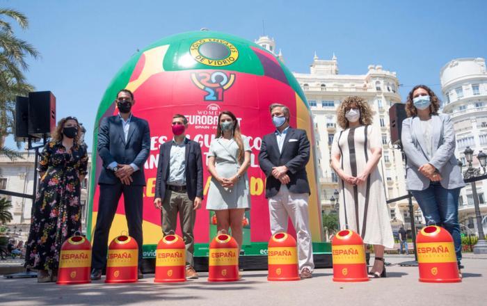 València acull l'iglú de reciclatge de vidre més gran del món amb motiu de la celebració de l'Eurobasket Femení 2021