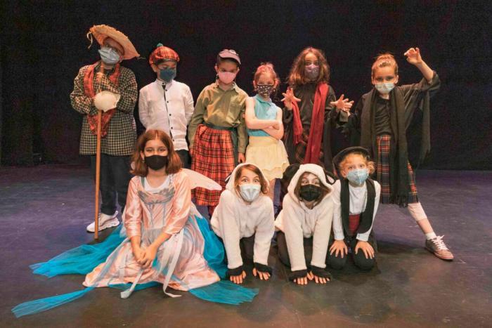 L'alumnat de l'Escola Municipal de Teatre de Picassent estrena les seues obres de final de curs