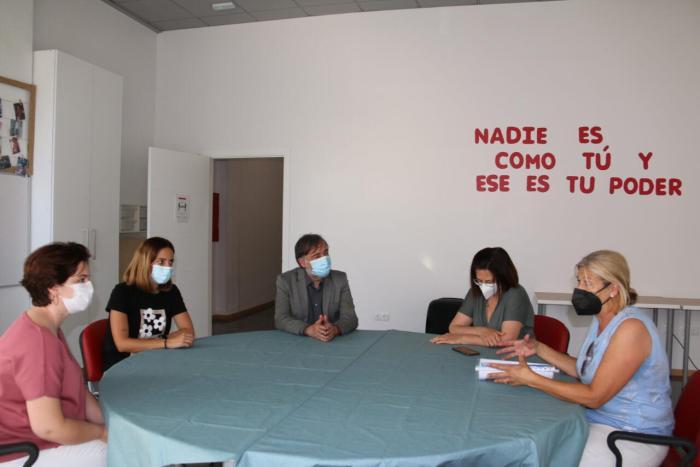 L'alcalde de l'Alcúdia, Andreu Salom visita el Centre de Promoció de l'Autonomia de SENAD