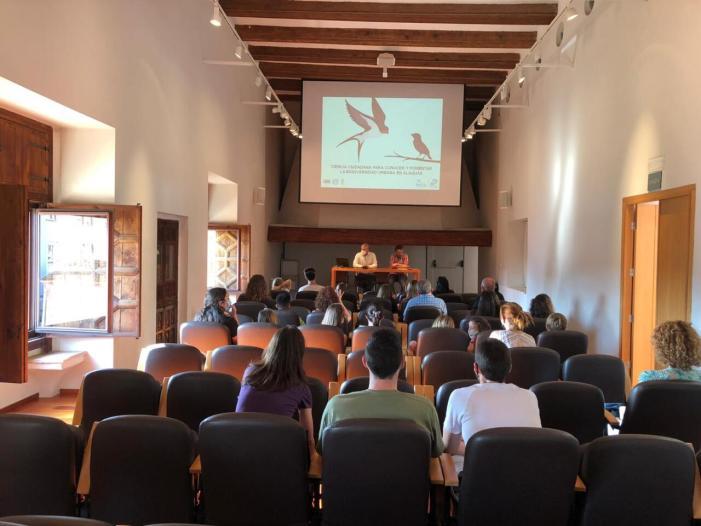 Alaquàs ensenya la ciutadania a identificar i censar les aus i els nius que hi ha al municipi