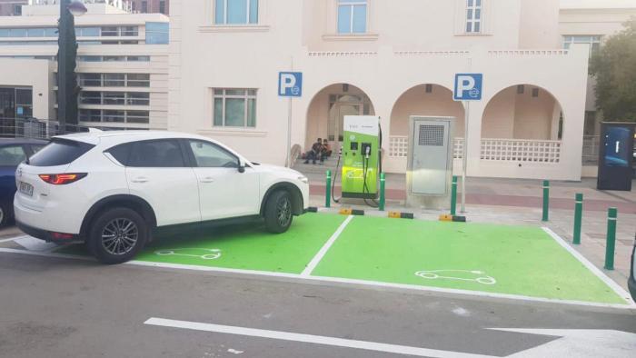 Quart de Poblet dóna llum verda a una de les primeres ordenances de càrrega de cotxes elèctrics per a reduir la petjada de carboni