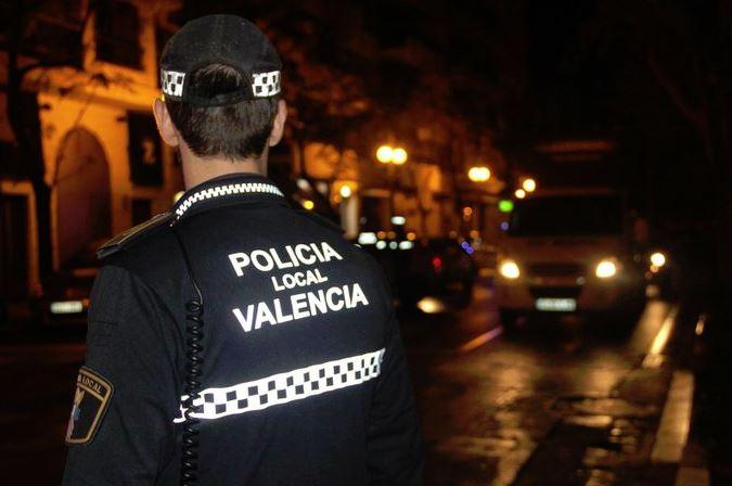 L'Ajuntament compartix amb els veïns d'Aragó-Bèlgica València l'estratègia contra el botellot