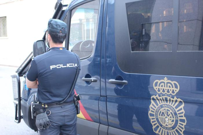 La Policia Nacional deté a València a un home després de pegar a la seua exparella i llevar-li el telèfon mòbil