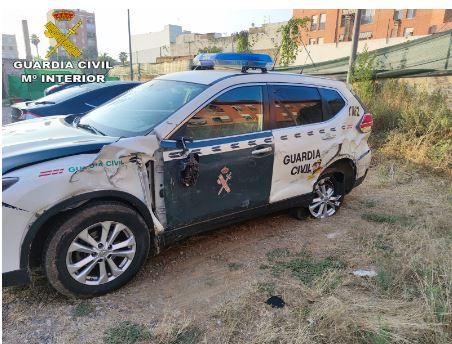 Una parella de la Guàrdia Civil salva a un home de ser atropellat per un tràiler en l'Autovia A-7 de València