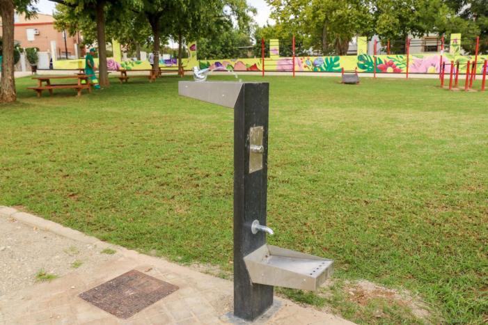 Torrent instal·la cinc noves fonts d'aigua potable adaptades per al consum de persones i cans