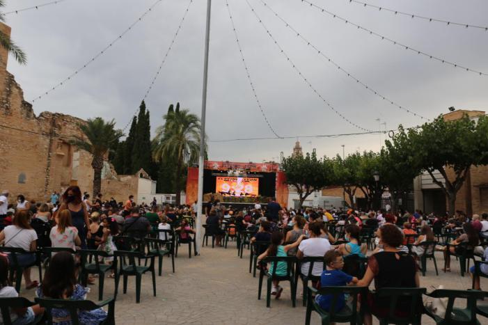 La Traca Quilomètrica i el castell tanquen les Festes Majors de l'Alcúdia