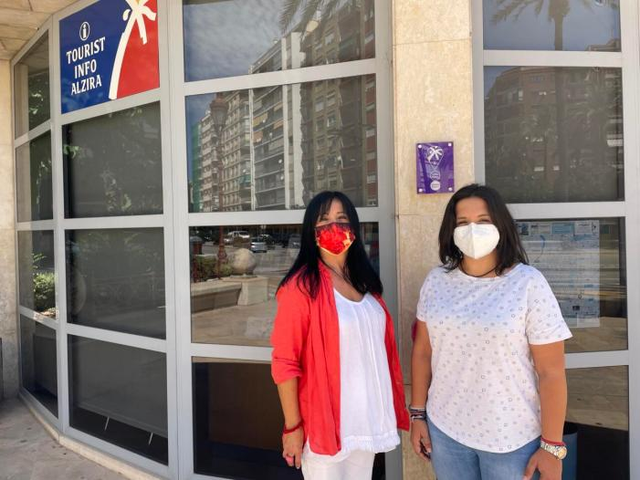 La Tourist Info d'Alzira s'adherix als Punts Violeta de la Comunitat Valenciana