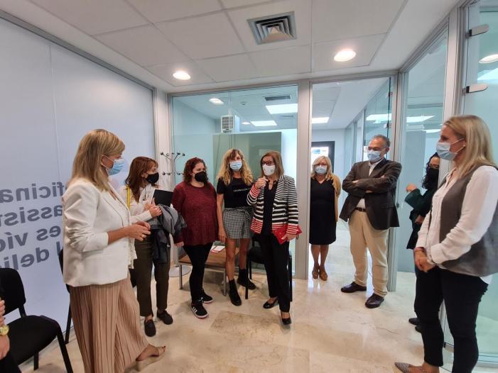 Bravo destaca que la bona coordinació de la OAVD de Carlet ha permés assistir a 585 dones des de la seua obertura