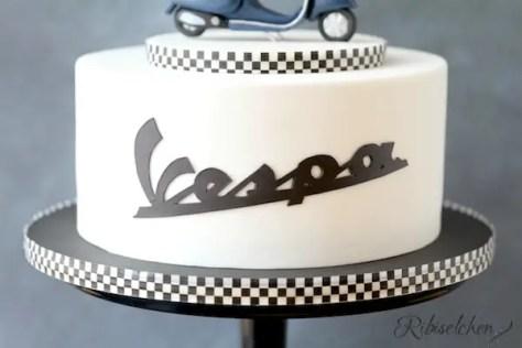 Vespa Torte mit original Schriftzug