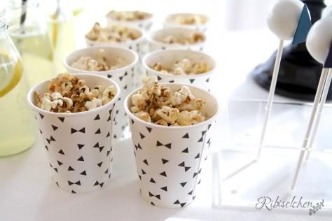 Rosmarin-Ahornsirup Popcorn