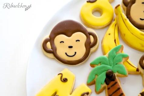 mit Royal Icing verzierte Dschungelkekse - Affenkopf