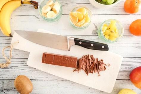 Schokolade wird gehackt