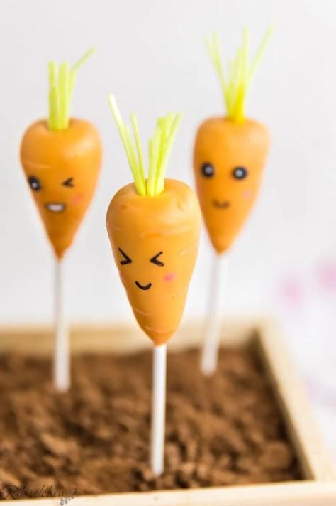 Karotten Cake Pop, der die Augen zukneift