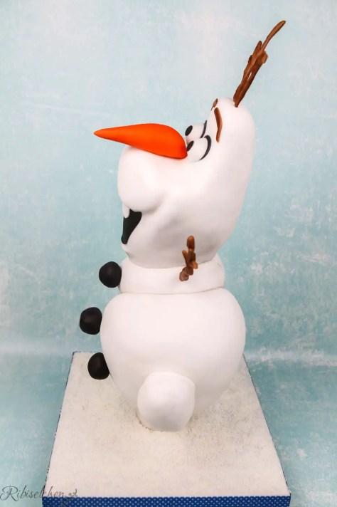 Olaf Torte in der Seitenansicht