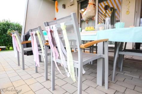 Stühle mit Girlanden