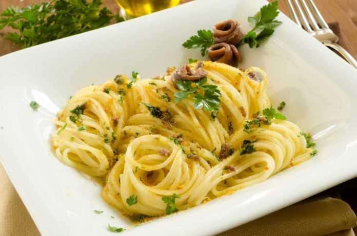 Spaghetti con zucchine alici pecorino e bottarga(1)