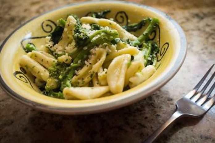 Pasta con Broccoletti e Pecorino