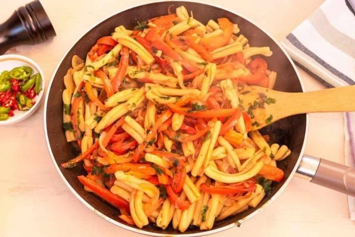 Casarecce con peperoni e seppie - ricettasprint.it