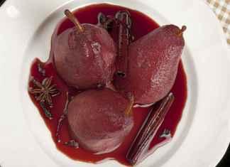 Pere al vino rosso con cannella e chiodi di garofano