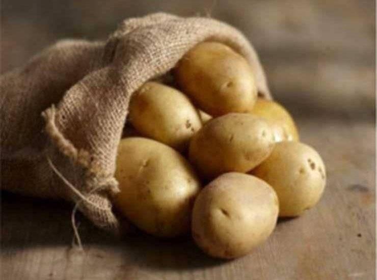 Flauti salati di patate ripieni prosciutto e provola ricetta