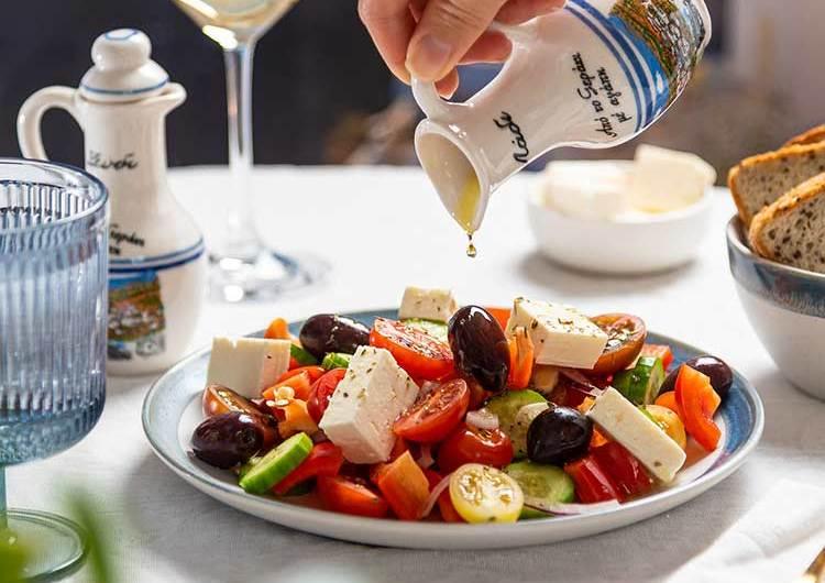 Insalata greca: la ricetta perfetta per l'estate