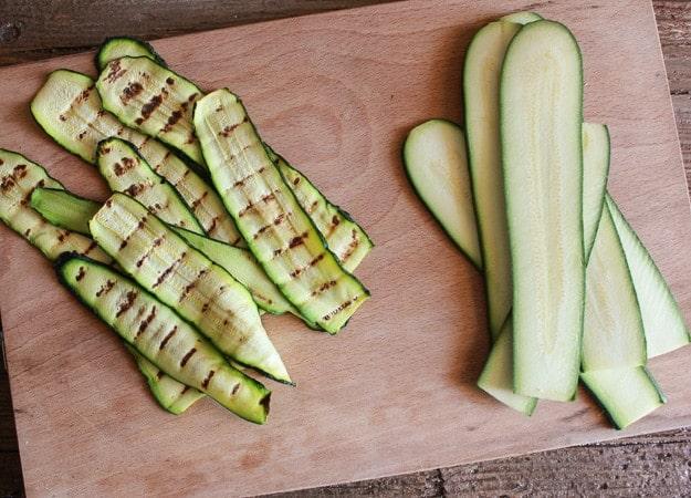 Rotolini di zucchine grigliate con prosciutto e formaggio