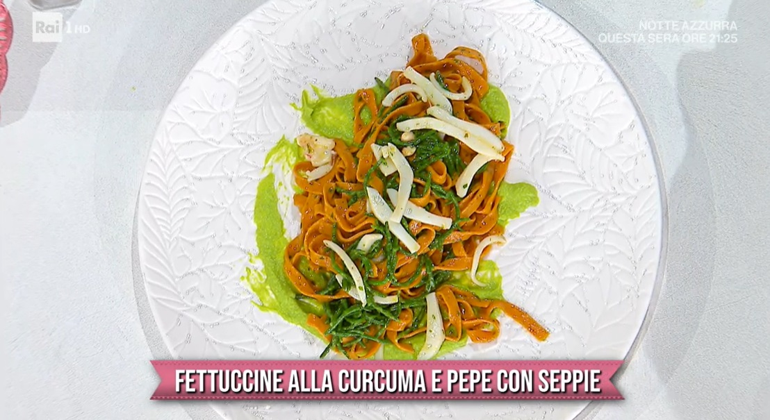 fettuccine alla curcuma e pepe con seppie di Gian Piero Fava
