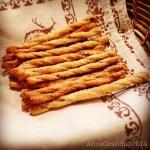 Grissini al pesto di olive verdi e mandorle | Green olives and almonds pesto breadsticks