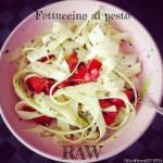 Fettuccine crudiste di zucchine al pesto | Raw zucchini fettuccine with basil pesto